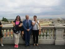 Enrico Luciani al panorama di Roma dal Fontanone con la prof.ssa Dina Notarangelo (a destra) e Anna Paola De Paoli