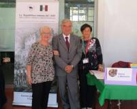 Enrico Luciani arriva all'Open Day e raggiunge Ivana Colletta e Giovanna de Luca , rappresentanti dell'associazione del Dipartimento Scuola del Comune di Roma