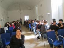 I ragazzi del liceo Newton e dell'IIS Seneca presenti in sala, all'inizio e durante il Convegno