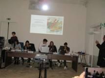 Al termine vengono presentati i lavori svolti dagli studenti del liceo Newton e dell'IIS Seneca