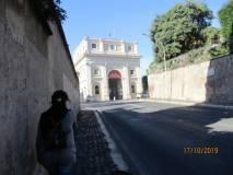 Si cammina per entrare puntuali al Museo della Repubblica Romana