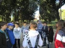 Sul viale dei combattimenti, dopo Elettra, anche Tommaso legge il battaglione della speranza