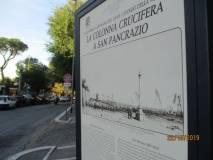 Si osservano i luoghi della colonna crucifera, da cui nel 1849 partì lo scavo della prima trincea (allo scoperto) dei francesi