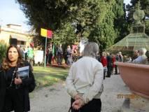 C'è una cerimonia comunale in corso per inaugurare una targa toponomastica