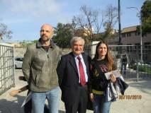 Al Mausoleo Enrico Luciani tra i professori della III E: Dario Ciotoli e Gina Magliulo