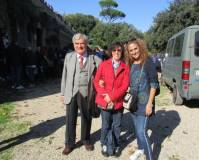 Anche la III I arriva la cannone: Enrico Luciani con l'Arch. Marisa Perpetua e la prof.ssa Sabrina Pantani
