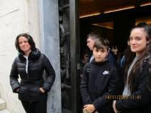 Gli alunni escono dal Sacrario del Mausoleo Ossario; ad attenderli anche Gea Grimaldi