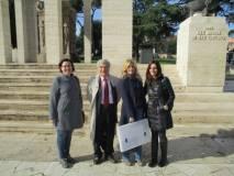 Foto di gruppo al Mausoleo: Maria Chiara Dore, Enrico Luciani, Monica Gentili, Rosaria Aversa