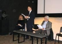 Gaetano Palombelli parla tra i due relatori: Giuseppe Monsagrati e Irene Manzi