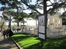 Terminata la visita si esce dal Mausoleo