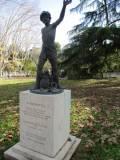 Di ritorno al pullman si può vedere la statua di Righetto