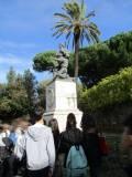 Ed anche il monumento a Ciceruacchio, qui ricordato con il figlio Lorenzo mentre vengono fucilati