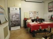Ivana Colletta, segretaria dell'assemblea, al tavolo di presidenza con Enrico Luciani