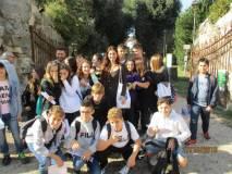 La prof. Loredana Rubeis con la classe III F ; sulla sinistra in fondo il prof. Massimiliano D'Aversa