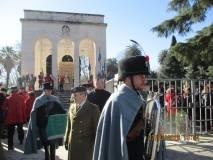 Al Mausoleo si rompono le righe, la manifestazione procede verso i monumenti di Garibaldi e di Anita