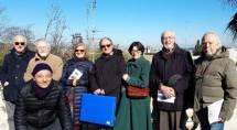 Il gruppo ex alunni del liceo Virgilio di Roma in posa davanti al Fontanone