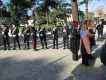 I Carabinieri lungo il percorso all'austero quadriportico pronti al saluto per i CADUTI