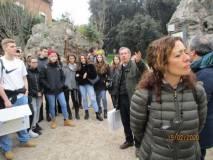 Giacomo Bucolo a Villa Pamphili parte con le spiegazioni, in primo piano la prof. Roberta Palomba