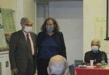 Enrico Luciani saluta Anna Vincenzoni, assessore del I Municipio che porta i saluti della presidente Sabrina Alfonsi: grazie