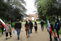 Roberto Calabria sul viale dei combattimenti verso l'Arco dei Quattro Venti (arch. Busiri Vici)
