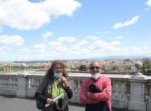 Noemi Cavicchia Grimaldi e Massimo Capoccetti si godono la veduta di Roma