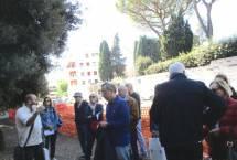 """Roberto Calabria spiega e legge la lapide apposta dai """"papalini"""" e poi quella degli """"italiani"""" dopo Porta Pia"""