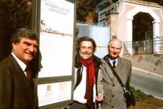 LA COLONNA CRUCIFERA DI SAN PANCRAZIO pannello 2: inaugura il presidente del XVI Municipio (Fabio Bellini) con Luciani e Balzarro