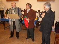 MUSEO GARIBALDINO DI PORTA SAN PANCRAZIO Cesare Balzarro viene premiato dal segretario (Luciani) e dal presidente (prof. Monsagrati) a nome di tutto il Comitato Gianicolo