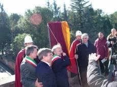 PIAZZALE GARIBALDI installazione PANNELLO 9 (Il Gianicolo e la Repubblica Romana): l'inaugurazione dell'assessore Borgna insieme a Monsagrati e Luciani per il Comitato Gianicolo