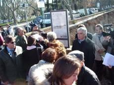 PIAZZALE GARIBALDI installazione PANNELLO 9 (Il Gianicolo e la Repubblica Romana): il prof. Monsagrati con altri guarda il pannello