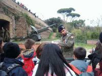 ALIM6811 il militare in servizio a LAquila familiarizza con le classi di Tagliacozzo_small