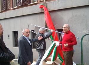 """Virgilio Ferrero (con la scala),  Luciano Vadilonga,  il """"decano"""" dell'associazione e Roberto Cerulli, addetto  rapporti esterni."""