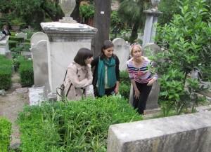 con la  Direttrice del Cimitero: Amanda Thursfield