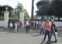 i proff. Monica Sobrero e e Alberto Finamore insieme ai ragazzi arrivano a Villa Spada, difesa  dai Bersaglieri. La morte di Luciano Manara