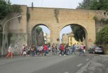 passaggio sempre pericoloso dall'uscita di Villa Sciarra verso l'VIII Bastione