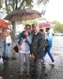 Un improvviso, violento acquazzone … la prof.ssa Silvia Varese salva Luciani sotto l'ombrello