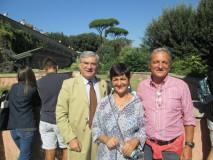contenta la professoressa Clara Rea: foto ricordo con Enrico Luciani e Massimo Capoccetti