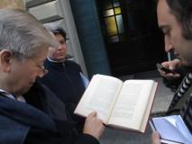 Suor  Giuseppina Titta legge la lettera di Giuseppe Mazzini