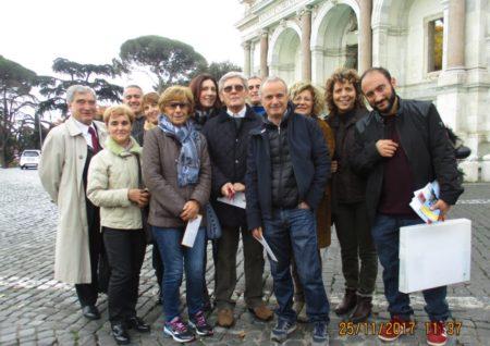 10 Foto di gruppo: sulla sinistra Enrico Luciani, sulla destra Roberto Calabria