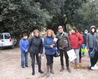 La dr.ssa Noemi Cavicchia al centro dell'immagine con la prof.ssa Paola Presentini e l'architetto Francesco Cefalo