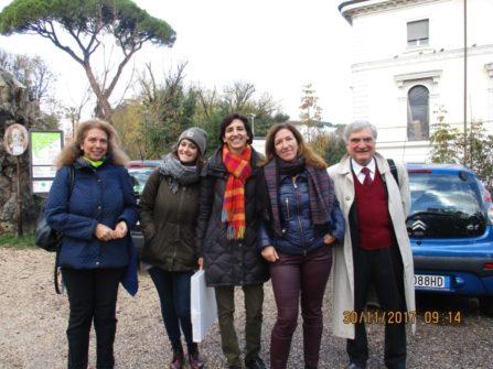 Noemi Grimaldi e Enrico Luciani in foto con la prof.ssa Isabella Pagliei (al centro) tra la prof.ssa Antonella D'Apice e l'educatrice Martina Amosso per la III D