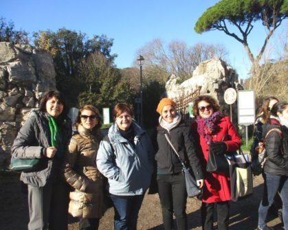 A Villa Pamphilj: da sinistra, le prof.sse Silvia Dominici, Liliana Cannistraro, Annarita Nucci, Mariapaola Pietracci Mirabelli, Daniela Donghia