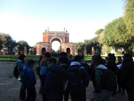 Subito sui luoghi dei combattimenti del 3 giugno 1849: sullo sfondo l'Arco dei Quattro Venti costruito nel 1850 -arch. Busiri Vici- sui ruderi di Villa Corsini