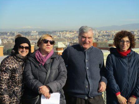 Foto ricordo per la prof.ssa Luciana Capozza (sulla destra) con Enrico Luciani e le funzionarie comunali Dr.sse Antonella Prudenzi e Paola Lomuscio venute alla visita guidata
