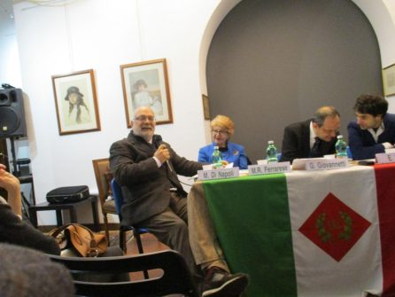 Da sinistra: Mario Di Napoli, che svolge il suo intervento, Rosaria Ferrarese, Giorgio Giovannetti Emanuele Felice