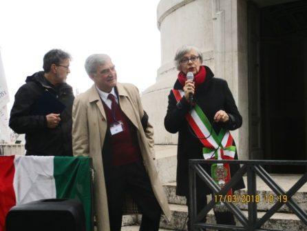 L'On Gemma Guerrini parla dell'Unità d'Italia ed elogia i dipendenti comunali; esemplare - dice- il dr. Alessandro Cremona, che ha aperto il FARO e ha descritto il Parco, in immagine insieme ad Enrico Luciani ideatore della manifestazione.