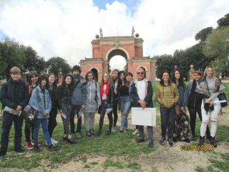 Foto ricordo per la classe IV P della prof.ssa Rosa Traversi con Massimo Capoccetti