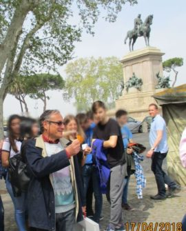 Massimo Capoccetti a Piazzale Garibaldi si diverte insieme agli alunni