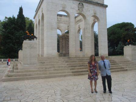 La drssa. Mara Minasi con Enrico Luciani al Mausoleo I CADUTI PER ROMA (1849-1870)