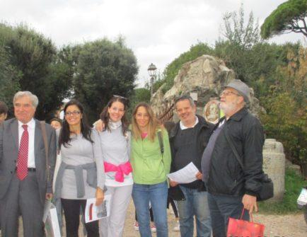 Tutti insieme, da sinistra: Enrico Luciani e i proff. Martina Di Napoli, Laura Zappulli, Ada Musci, Francesco Jannini, chiude Antonio Cardellini